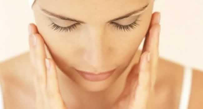 Técnica natural ensina a fazer Botox sem sair de casa