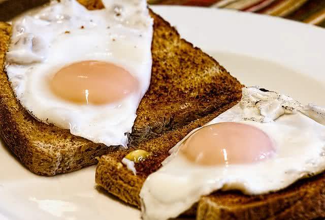 Comer muito ovo pode fazer mal à saúde?