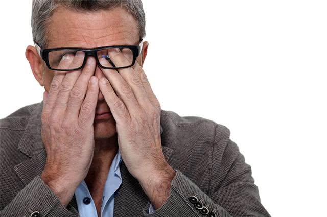 Seleção de remédios caseiros para coceiras nos olhos