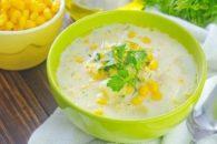 Delicioso e saudável creme de milho-verde