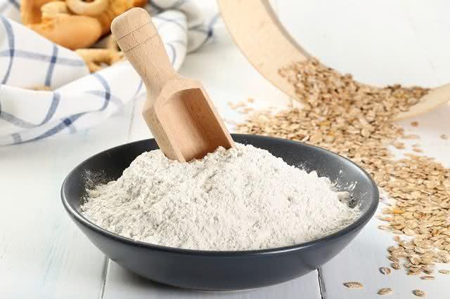 Imagem de farinha de trigo em tigela