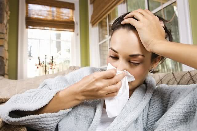 Imagem de mulher com problemas respiratórios