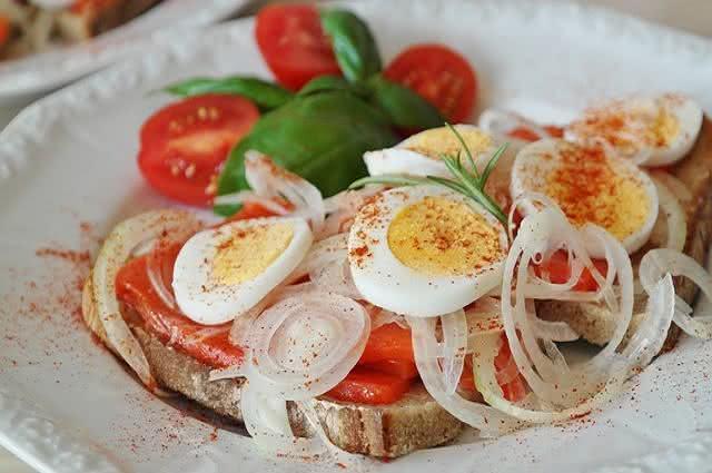 Imagem de prato de sanduíche de salmão
