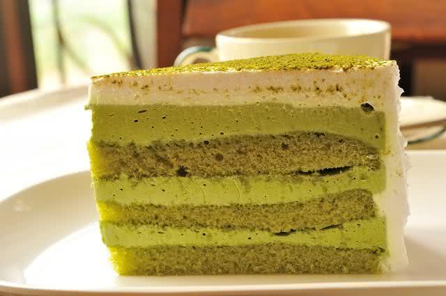 Aprenda a receita do aromático bolo de chá verde
