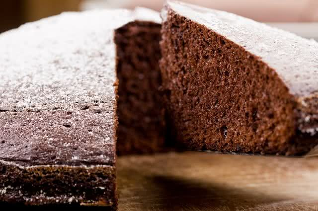Sabor marcante: aprenda a fazer o saboroso bolo de chá preto