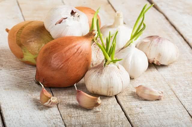 Conheça o delicioso tempero caseiro de alho e cebola