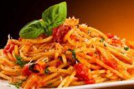 Aprenda a preparar macarronada de cenoura com abobrinha