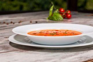 Confira os benefícios da sopa crua de tomate