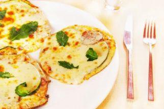 Prepare em casa pizza saudável de rúcula com tomate seco