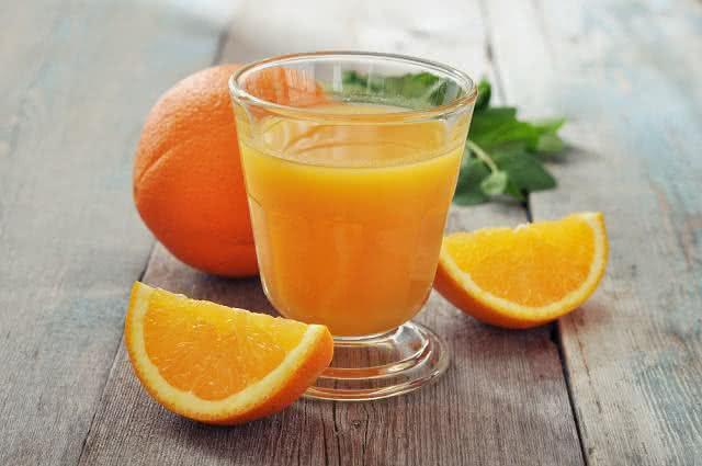 Suco fortalecedor de laranja e erva-doce para dar pique no inverno