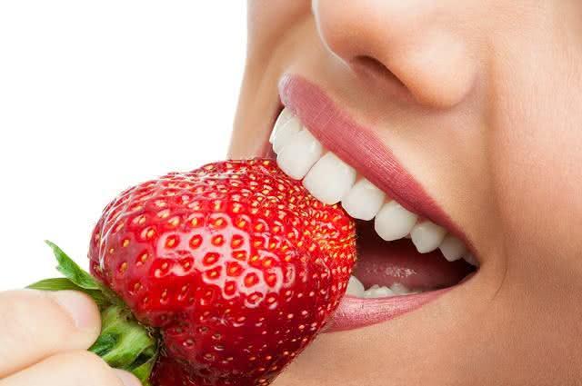 Alimentos naturais para manter os dentes saudáveis