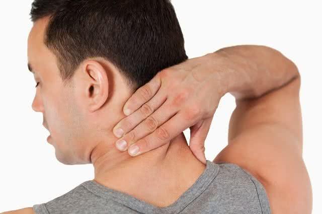 Práticos exercícios e cremes caseiros para relaxar o pescoço