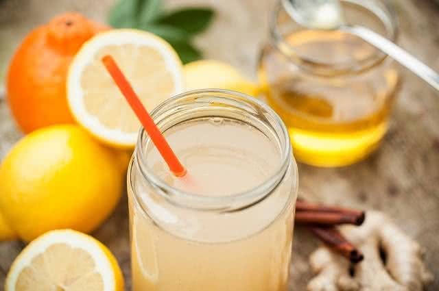 Prepare em casa limonada quente com gengibre e mel
