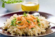 Receita ensina a preparar saboroso e benéfico camarão no chá verde