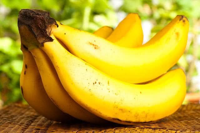 Use papel filme para fazer a banana durar mais tempo