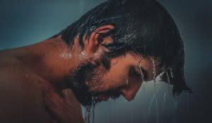 agua-quente-ou-fria-qual-usar-no-cabelo