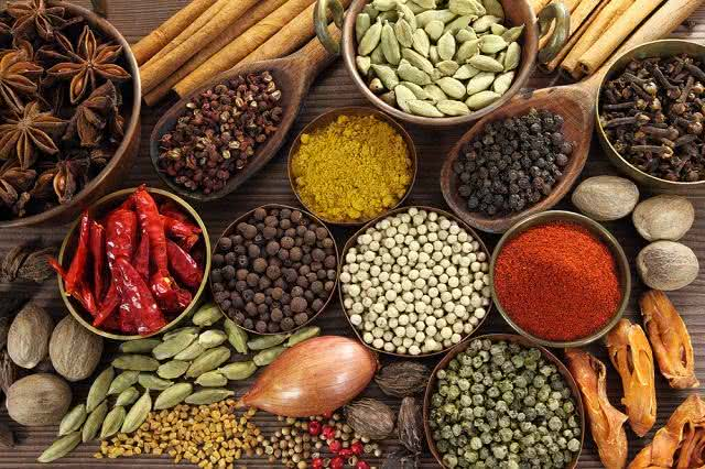 Deliciosos e saudáveis temperos naturais que substituem o sal