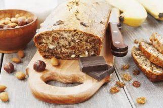 Faça, em casa, delicioso bolo de banana com castanha