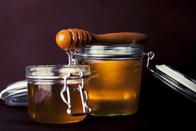 pastilha-caseira-para-tratar-dor-de-garganta-e-tosse mel