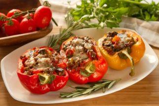 Receita ensina a preparar nutritivo pimentão recheado