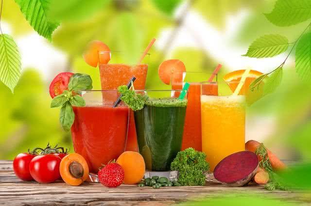 Sucos e bebidas saudáveis para acompanhar pratos no Dia dos Pais