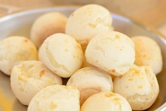 10-alimentos-que-parecem-mas-nao-sao-saudaveis-pao-queijo