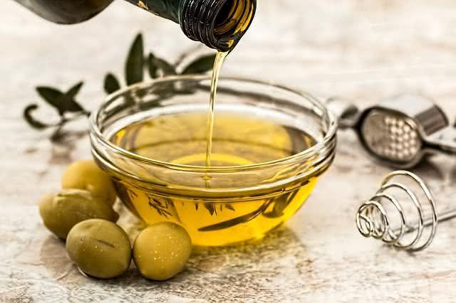 6-alimentos-que-protegem-os-olhos-contra-qualquer-mal-azeite