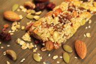 Aprenda a fazer barra de cereal mais saudável que a industrializada