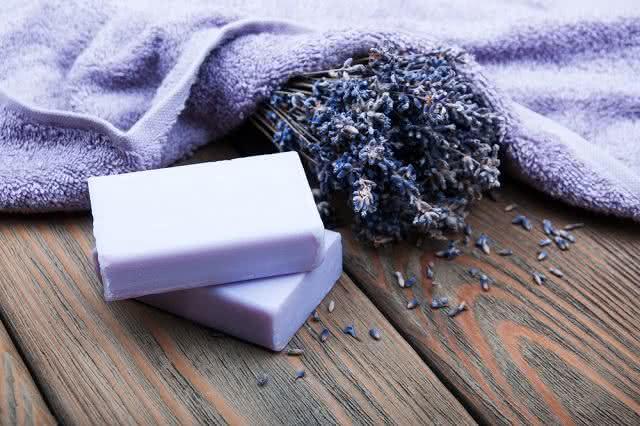 Aprenda a fazer sabonete revigorante de lavanda