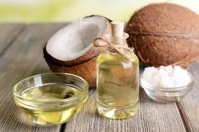 Comece a tomar óleo de coco e perca peso em poucos dias