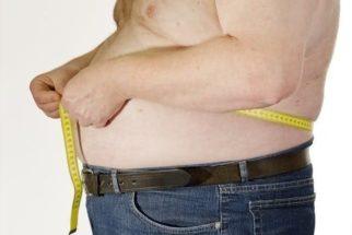 Descubra como diminuir a barriga tomando água