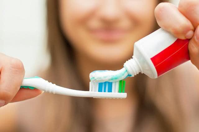 Faça seu próprio creme dental e dê adeus aos industrializados