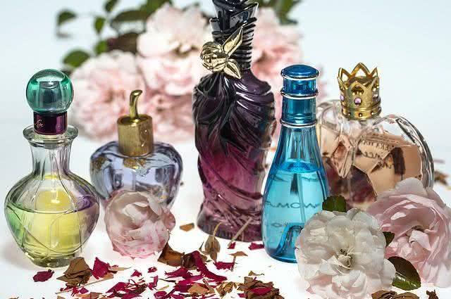 mau-cheiro-nos-pes-aprenda-algumas-solucoes-caseiras-perfume