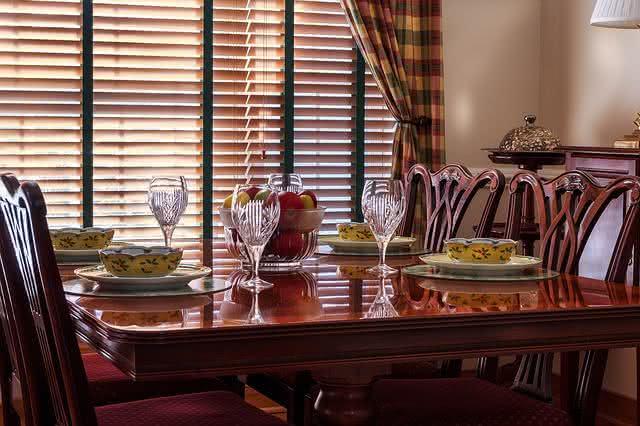 9-dicas-praticas-e-baratas-para-facilitar-a-limpeza-na-sua-casa-mesa