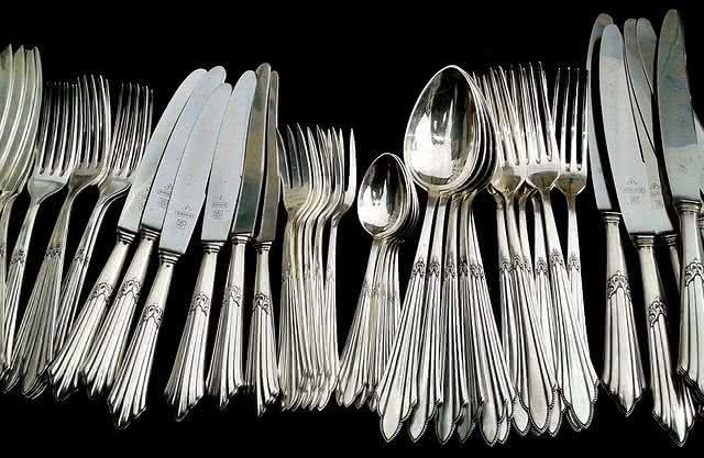 9-dicas-praticas-e-baratas-para-facilitar-a-limpeza-na-sua-casa-talheres