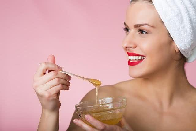 Com receitas à base de mel seu cabelo ficará incrivelmente hidratado