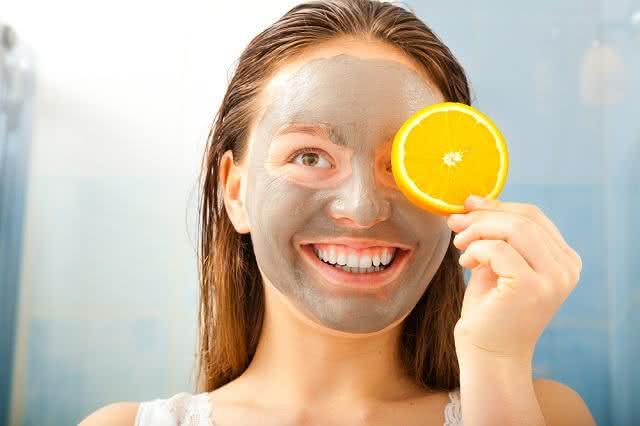 Crie máscaras faciais a base de frutas de forma limpa e prática