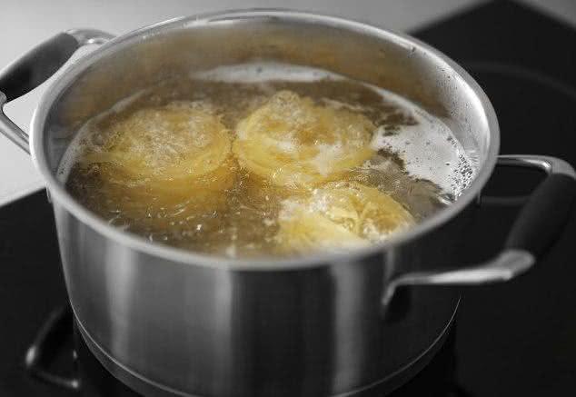 É possível reaproveitar a água do cozimento do macarrão. Confira!