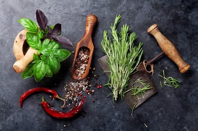 Menos sódio: confira receita para preparar sal de ervas