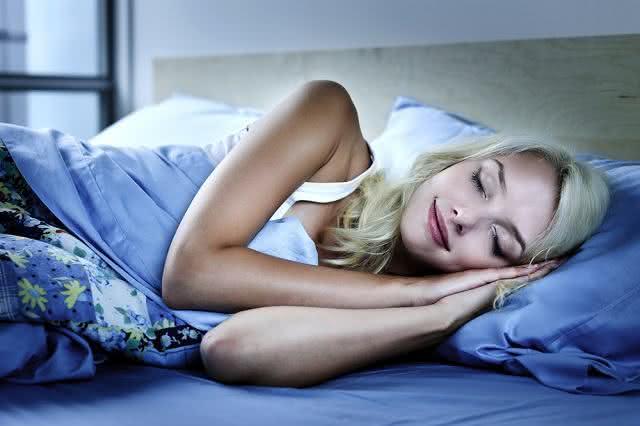 Razões para colocar um limão cortado no quarto na hora de dormir