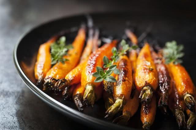 Receita de delicioso refogado de bardana com cenoura