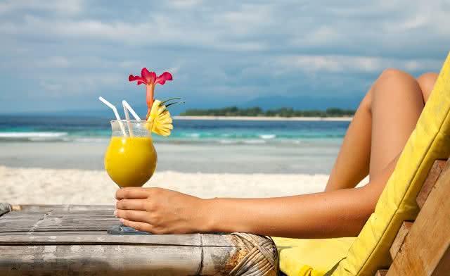 Aprenda a fazer bebidas refrescantes para o verão