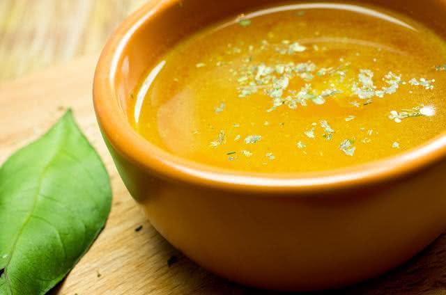 Aprenda a fazer um delicioso caldo de legumes verde