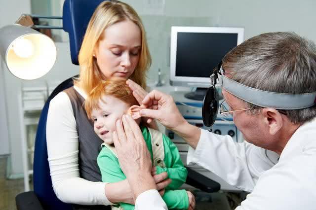 Conheça os sinais de perda de audição em bebês