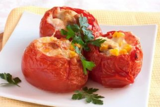Receita saborosa de tomate recheado com atum e cream cheese