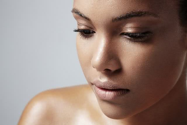 Saiba como controlar a oleosidade excessiva da pele