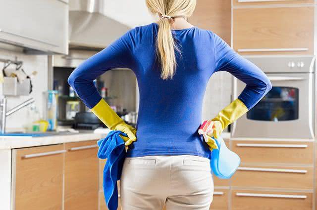 10 dicas de como fazer uma limpeza rápida e eficiente da cozinha