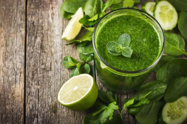 Aprenda a fazer um suco verde super nutritivo