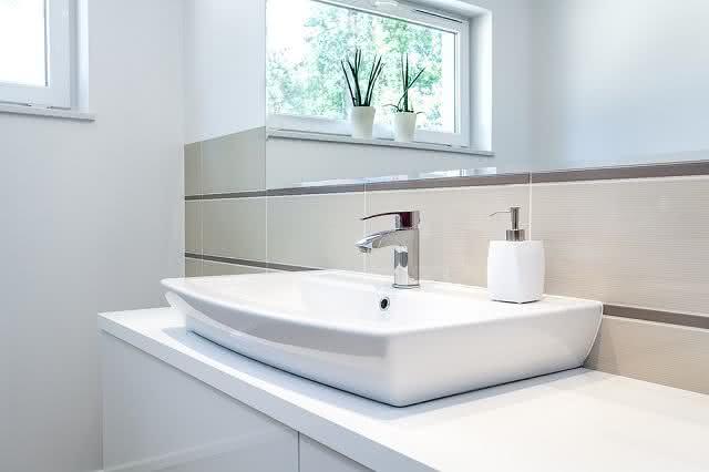 Como fazer a higienização correta da pia do banheiro  RemédioCaseiro -> Pia Banheiro Limpar