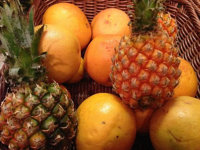 Laranja e abacaxi possuem maior risco de contaminação por agrotóxico, diz Anvisa